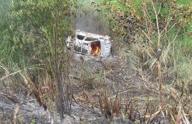 Carro-passageiros-retirados-seguranca-explode_ACRIMA20101213_0122_16